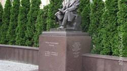 Памятник Е. О. Патону
