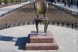 Памятник Ильфу и Петрову «12-й стул» - Одесса